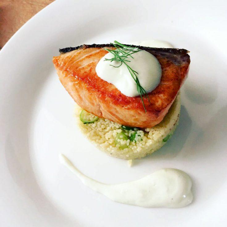 Pavé de saumon & semoule à la vinaigrette au yogourt et lime