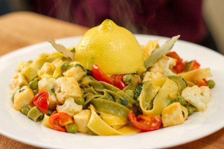 Fettuccine au tofu et légumes, sauce citronnée au gingembre selon Alex Brosseau Camara et Véronique Isabelle Fillion